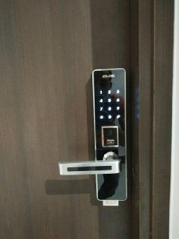 Khóa cửa bằng mật mã