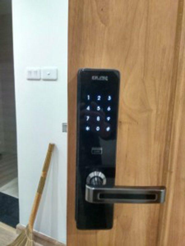Khóa cửa vân tay bảo mật an toàn